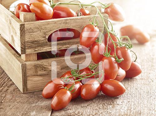 Trostomaten, mini marzano trostomaten in een houten kistje